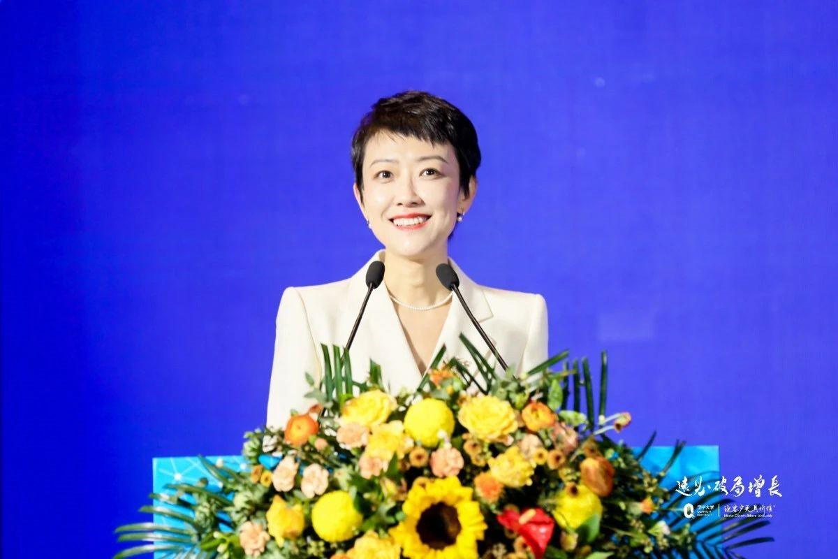 本届论坛主持人,浙江传媒学院副教授王一婷老师